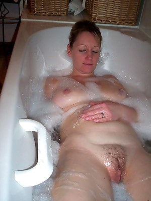 Enjoy bathroom amateur porn galleries for free.
