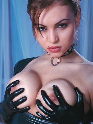 Babes' porn pics for free. Slim babes' porn pics. Sexy babes' archive.