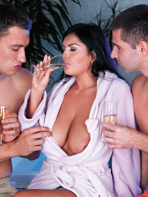 Threesome sex. Worth a try? Oh yes, look at these ritzy threesome sex pics.